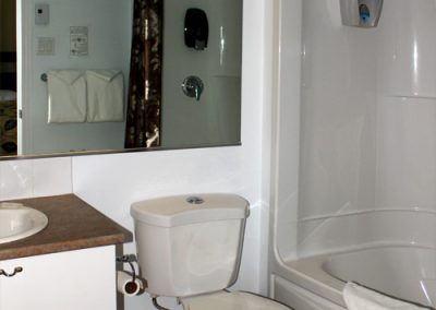 chambre_familiale_motel_royal_toilette
