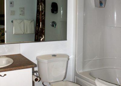 chambre_familiale_motel_royal_toilette